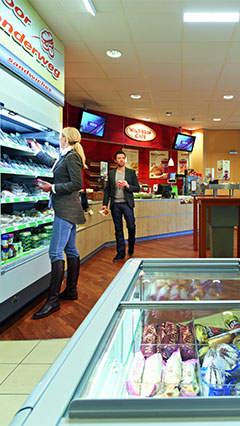 A welcome atmosphere for customers with Philips energy-saving shop lighting