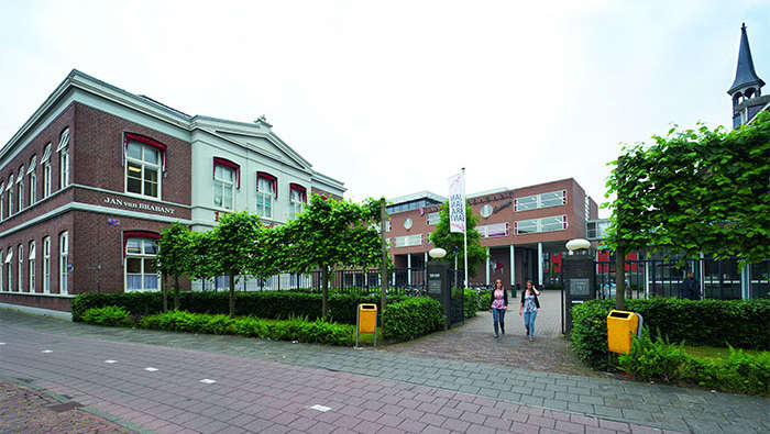 Facade of Jan van Brabant College, which utilizes Philips school light to create differing classroom lighting ambiences