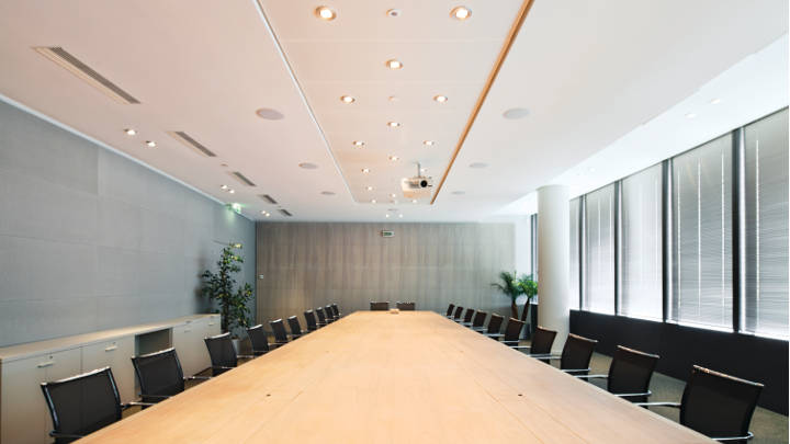 Meeting room in Tour Sequana office, illuminated by Philips office lighting, which reduces energy consumption