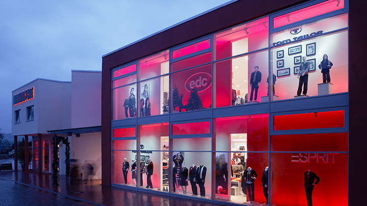 Accent lighting comes alive with store window LED lights from Philips Lighting's PerfectScene dynamic window